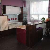 Кухонный гарнитур с островом и барной стойкой, в Новосибирске