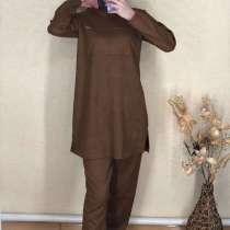 Брючный костюм, платья, в Каспийске
