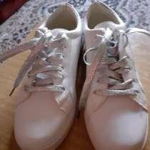 Новые белые кроссовки, в г.Павлодар