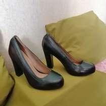 Продаются босоножки чёрные с каблука ми, размер 38, в Саянске