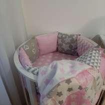 Новые бортики в кроватку для девочки + одеяло, в Новосибирске