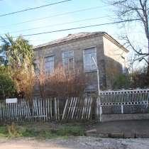 Земельный участок 500кв. м. со старой постройкой дома, в г.Поти