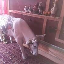 Статуя коровы в натуральную величину, в Лобне