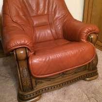 Продаётся мягкая мебель- кожа натуральная, каркас из дуба. П, в Гуково