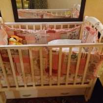 Продаю детскую кровать с матроцом, боковинами, ящиками, в Ростове-на-Дону