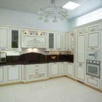 Кухонный гарнитур Монтичели крашенные фасады с патиной золот, в Новосибирске