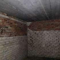 Гараж 22 м, высокие ворота , яма, в Челябинске