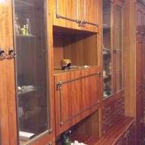 Стенка для зала 5 секц. Шкаф посуды, книг.бар.одежды и белья, в Омске