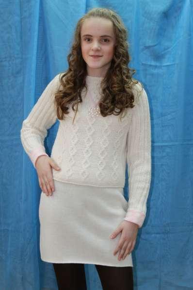 Костюм вязанный (юбка и джемпер)