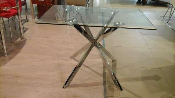 Столы из стекла, дерева, искусственного мрамора и стулья в Москве