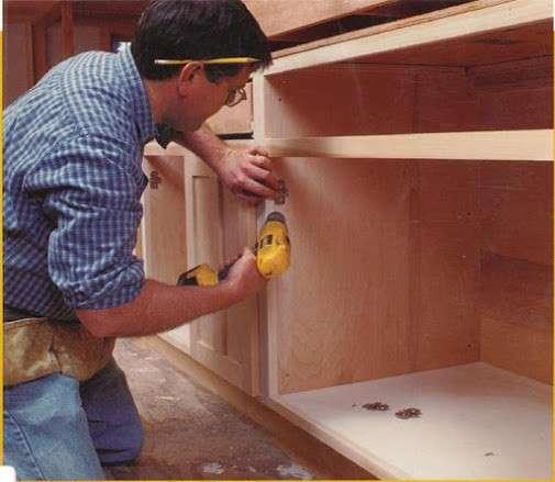 Требуется сборщик мебели и торгового оборудования