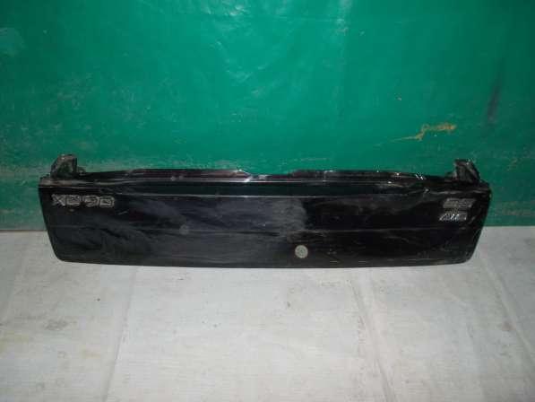 Нижняя часть крышки багажника на Volvo xc90