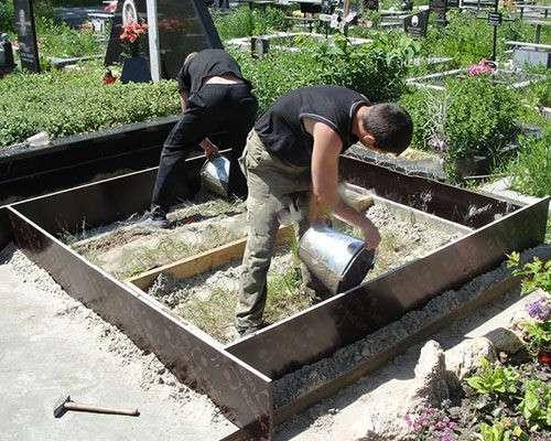 Заливка фундамента на могиле Любань в фото 4
