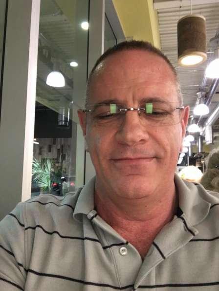 Antony, 57 лет, хочет пообщаться в
