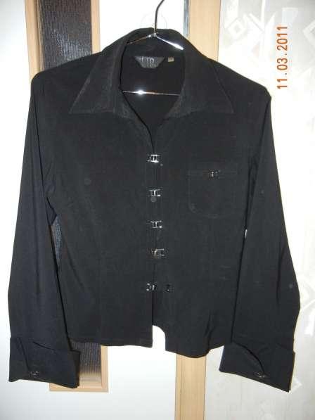 Блузка черная с длинным рукавом