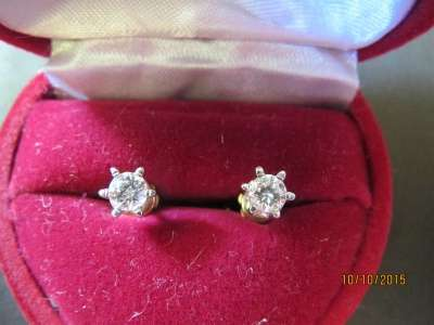 Золотые серьги пуссеты с бриллиантами
