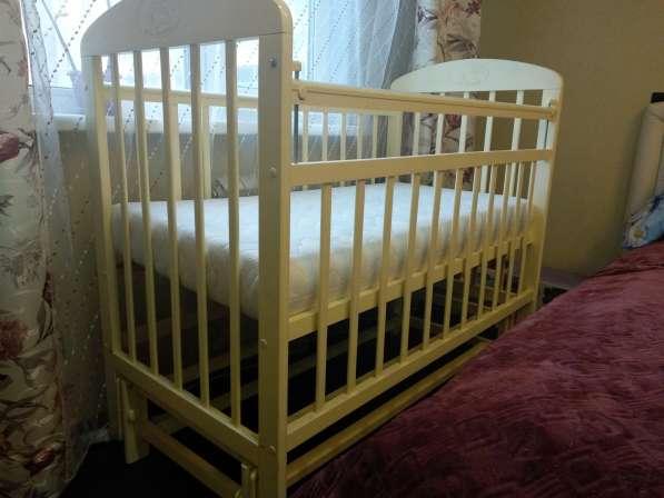 Кроватка детская, есть всё, цвет слоновая кость в Екатеринбурге