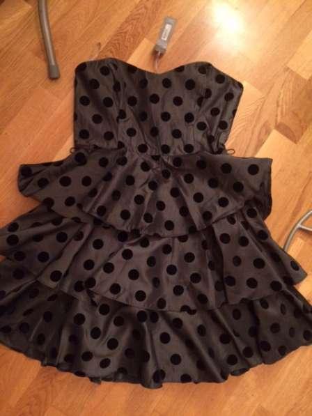 Платье серое в горох на корсете