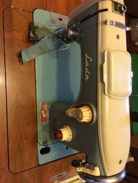 Ножная щвейная машина б/у без привода в тумбе в Санкт-Петербурге фото 4