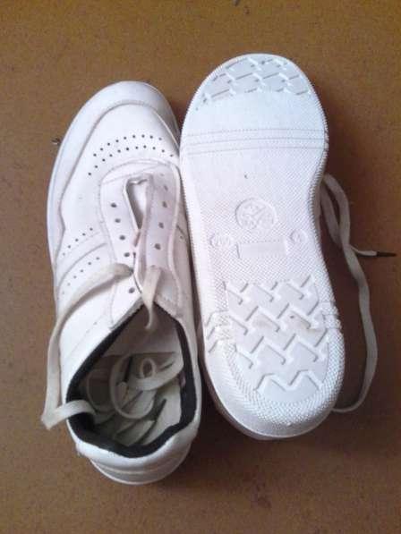 Меняю кроссовки 41р. на муж. обувь 43-45р. или домкрат