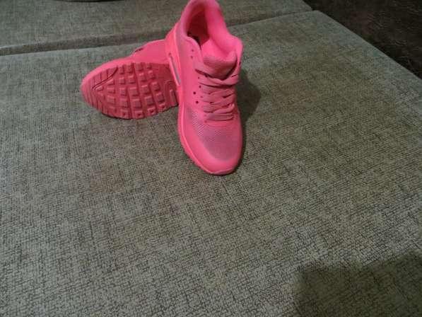 Кроссовки женские новые 37 размер Nike продам