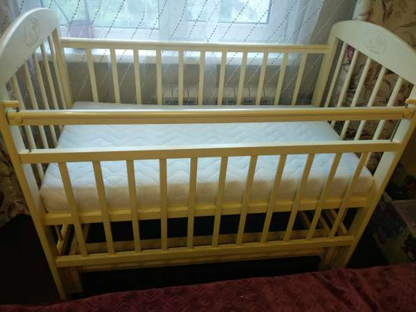 Кроватка детская, есть всё, цвет слоновая кость