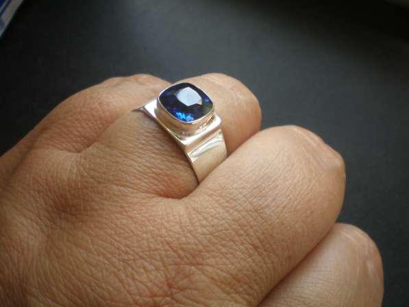 Авторское серебряное мужское кольцо с натуральным сапфиром