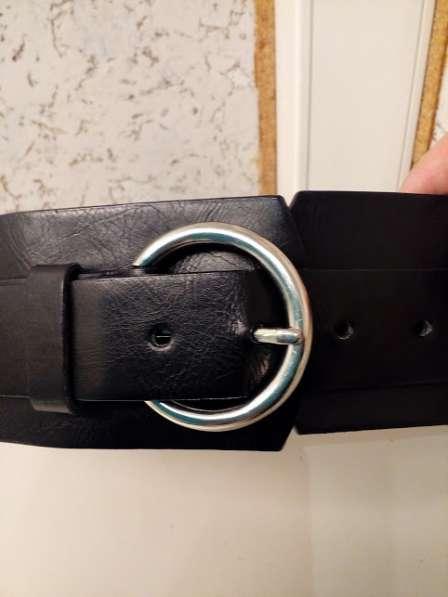 Ремень с черный вышивкой