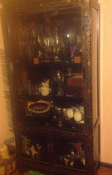 Шкаф китайский, с инкрустацией камнями