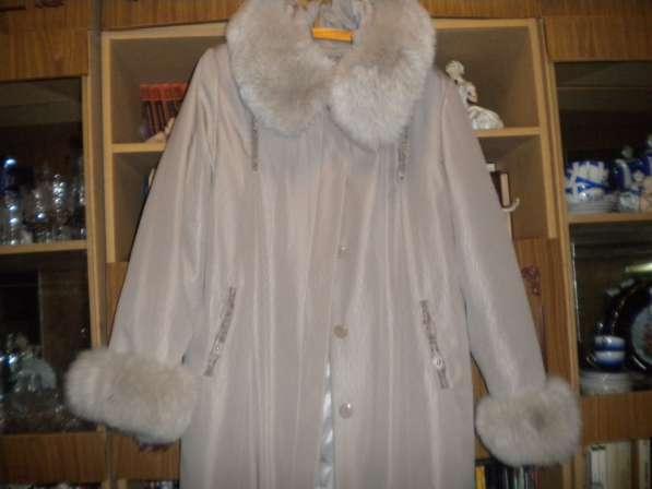 Пальто с песцовым капюшоном и рукавами