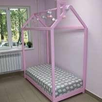 Кроватка-домик (Монтессори), в Зиме