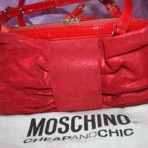 Сумка Moschino Италия красная замша натуральная лазерная, в Москве