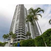 Большая угловая квартира в кондоминиуме Mystic Pointe, в г.Майами