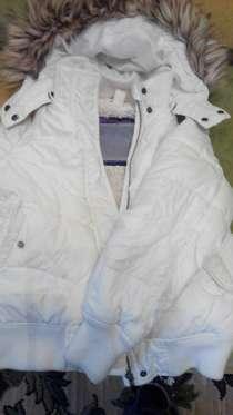 Продам красивую теплую беленькую курточку, в г.Мариуполь