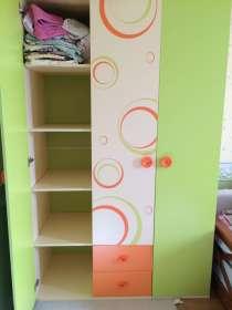Продаётся письменный угловой, детский стол и шкаф. Шкаф высо, в Москве