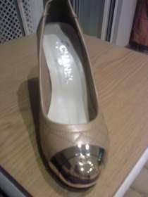 Туфли цвета экрю с золотым носиком, в г.Минск