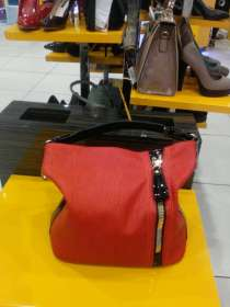 Продам сумку красную цена 23 000 тенге, в г.Уральск