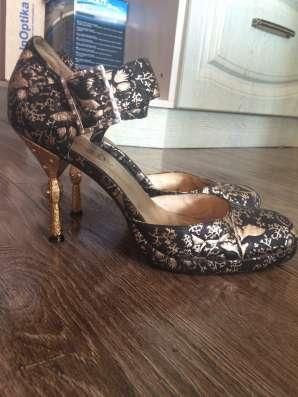 Натуральные кожаные туфли 39 р