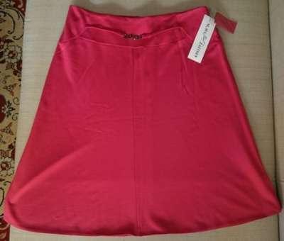 Яркая, красная юбка
