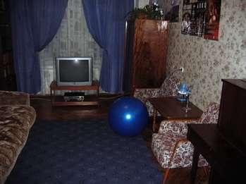 Большая уютная комната (21 м2) посуточно в центре Санкт-Петербурга рядом с метро Василеостровская