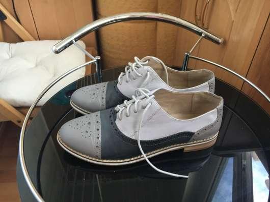 Продам туфли на шнуровке