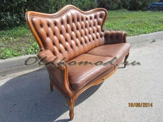 Кожаный антикварный диван
