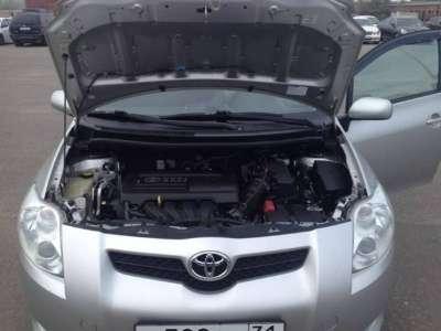 автомобиль Toyota Auris