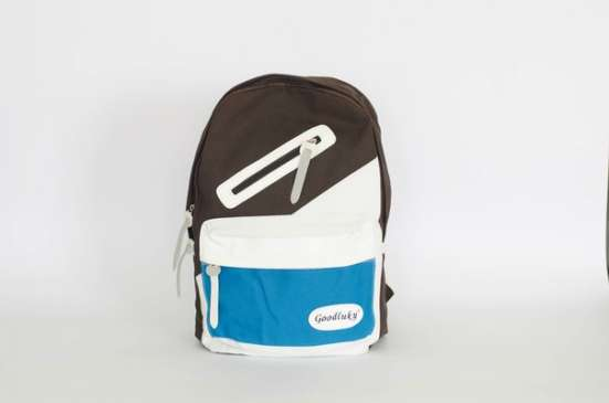 Коричневый рюкзак с белыми и голубыми вставками
