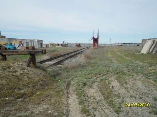 Нефтебаза, с ж/д путями, резервуарами, постройками