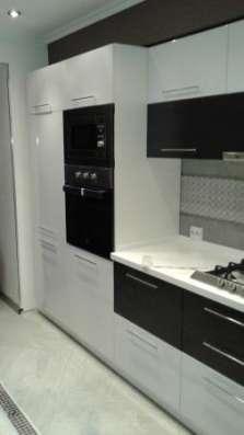 Кухонные гарнитуры и столешницы из искусственного камня
