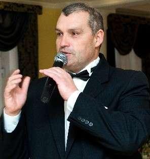 Ведущий-Алексей вокалист +Ди Джей с профессиональной аппарат