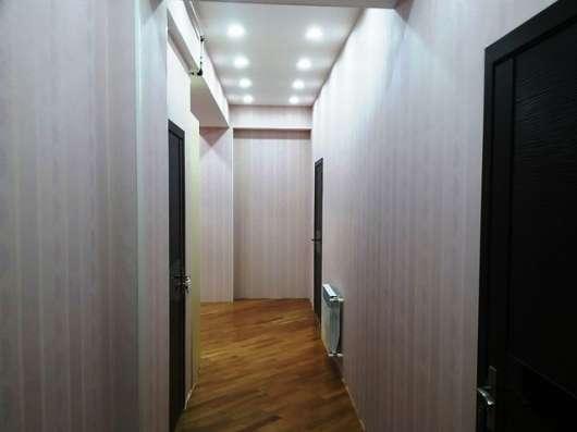 3-х комнатная ок. м. Нефтчиляр в г. Баку Фото 1