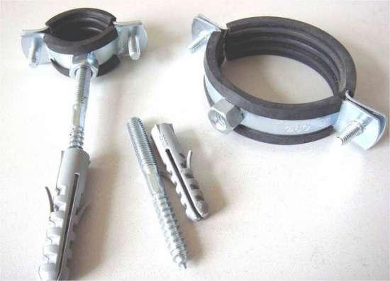 Скоба металлическая двухлапковая 60-63 мм