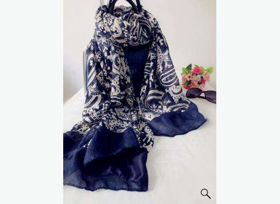 шарф-платок темно-синий с белым